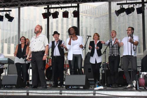 Optreden van het Soul Sound Choir op het Bijlmer gospel festival.